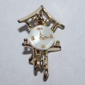 Beautiful vintage gold clock brooch